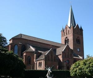 800px-Sankt_Mikkels_Kirke_Slagelse_Denmark